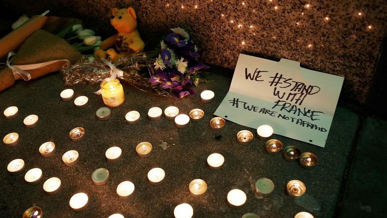 A makeshift memorial honoring the victims of the terror attack in Paris is seen outside the Consulate General of France in San Francisco, California November 13, 2015. REUTERS/Stephen Lam